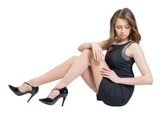 Mulher caucasiano glamoroso que encontra-se no assoalho Foto de Stock