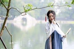 Mulher chinesa asiática na beleza tradicional de Œclassic do ¼ do dressï de Hanfu em Chin Fotografia de Stock Royalty Free