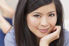Mulher chinesa asiática nova bonita fotografia de stock royalty free