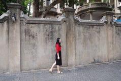 Mulher chinesa asiática nova no feriado na ilha de Gulangyu, Xiamen, China fotos de stock royalty free