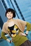 Mulher chinesa que tem o divertimento ao ar livre Fotos de Stock Royalty Free