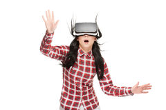 Mulher chocada com a boca aberta que viaja no Cyberspace foto de stock royalty free