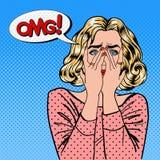 Mulher chocada A mulher fecha os olhos com suas mãos Pop art ilustração stock