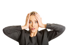 Mulher chocada que guarda as mãos no queixo Imagens de Stock