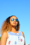 Mulher com óculos de sol Fotos de Stock