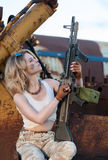 Mulher com arma Fotos de Stock Royalty Free
