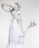 Mulher com arte corporal da cabra Fotografia de Stock