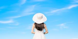 A mulher com azul recua Imagens de Stock Royalty Free