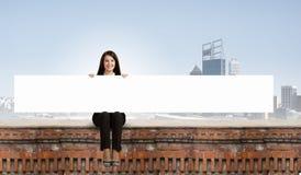 Mulher com bandeira Fotos de Stock Royalty Free