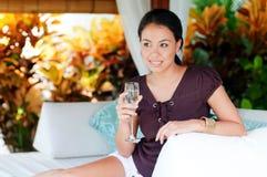 Mulher com bebida imagens de stock