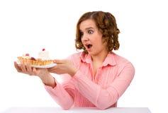 Mulher com bolo imagem de stock royalty free