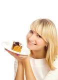 Mulher com bolo de chocolate Fotos de Stock Royalty Free