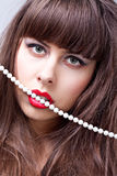 Mulher com bordos vermelhos Foto de Stock