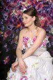 Mulher com bouqet das rosas Foto de Stock Royalty Free