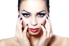 Mulher com brilhantemente olhos azuis imagens de stock