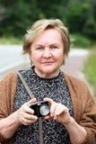 Mulher com câmera Fotos de Stock Royalty Free