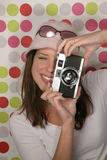 Mulher com câmera antiga Fotografia de Stock