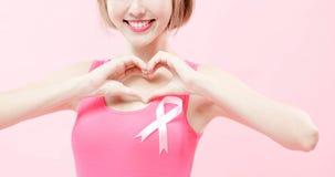 Mulher com câncer da mama da prevenção fotografia de stock