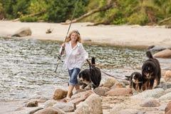 Mulher com cães Fotos de Stock Royalty Free