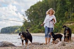 Mulher com cães Imagens de Stock Royalty Free