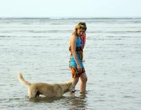 Mulher com cão Fotografia de Stock