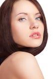 Mulher com cabelo e o ombro despido Fotografia de Stock Royalty Free