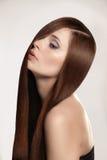 Mulher com cabelo longo fotografia de stock royalty free