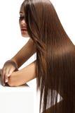 Mulher com cabelo longo saudável imagens de stock royalty free