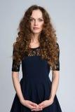Mulher com cabelo marrom longo da beleza fotos de stock