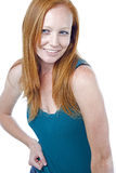 Mulher com cabelo vermelho no fundo branco Fotografia de Stock Royalty Free