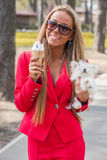 Mulher com cachorrinho Fotografia de Stock Royalty Free