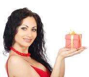 Mulher com caixa de presente fotografia de stock