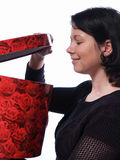 Mulher com caixa vermelha Foto de Stock Royalty Free