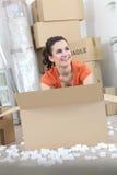 Mulher com caixas de embalagem fotos de stock