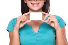 Mulher com cartão Fotografia de Stock