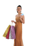 Mulher com cartão e sacos de crédito fotografia de stock