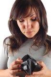 Mulher com carteira vazia fotografia de stock