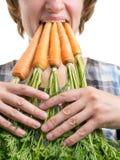 Mulher com cenouras Fotos de Stock Royalty Free