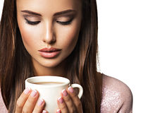 Mulher com chávena de café fotografia de stock royalty free