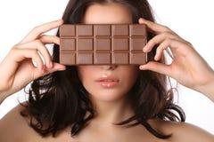 Mulher com chocolate Fotos de Stock Royalty Free