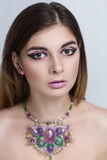 Mulher com colar do grânulo fotos de stock royalty free