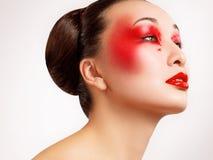 Mulher com composição bonita da forma. Imagem de alta qualidade dos bordos vermelhos fotos de stock royalty free