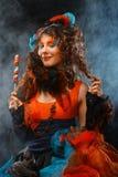 Mulher com composição criativa no estilo da boneca com doces fotos de stock