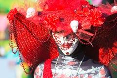 Mulher com composição do crânio do açúcar durante o dia dos mortos Fotos de Stock Royalty Free
