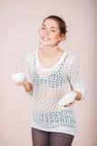 Mulher com copo e pires Foto de Stock