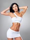 Mulher com corpo tanned magro bonito foto de stock royalty free