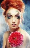 A mulher com creativo compo fotografia de stock royalty free