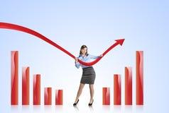 Mulher com curva das estatísticas Fotografia de Stock