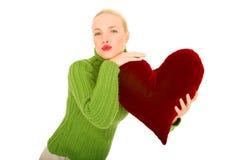 Mulher com descanso heart-shaped imagem de stock