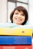 Mulher com dobradores Imagens de Stock